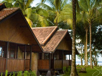 Private bungalows at Sumatra Surf Resort