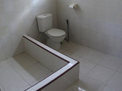 Private bathroom standard accommodation