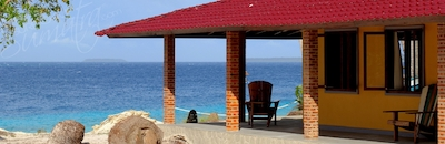 Superior bungalow and ocean views towards Nias