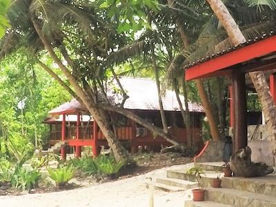 Sozinhos Surf Lodge
