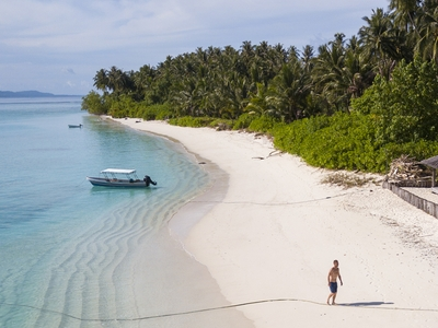 Beach side on Sipika island