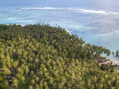 High above Sipika island