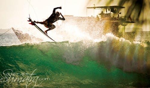 Nipussi surf break Sumatra