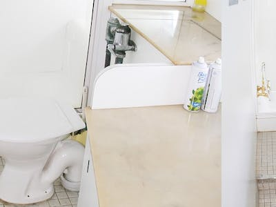 One of the nicer bathrooms you will see aboard a charter boat
