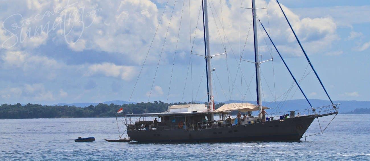 Surf trips to the mentawais telos or banyaks