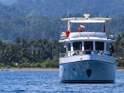 She comfortably sleeps 11 or 12 guests within 3 roomy a/c cabins