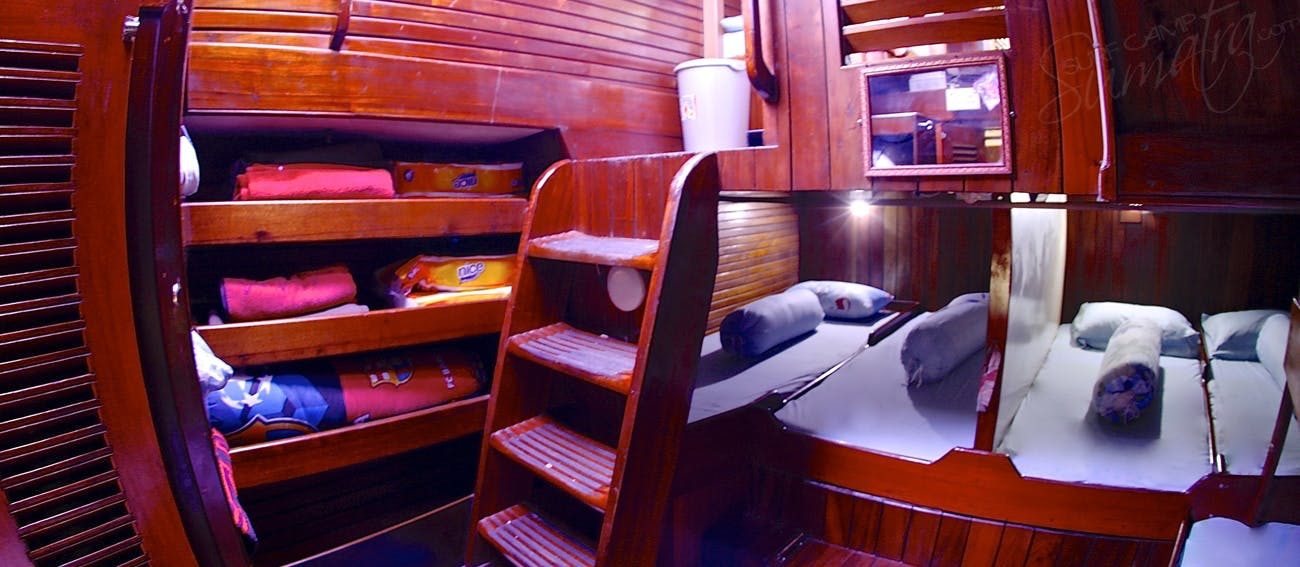 Main cabin with 6 single beds