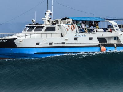 Moon Palikir surf charter boat