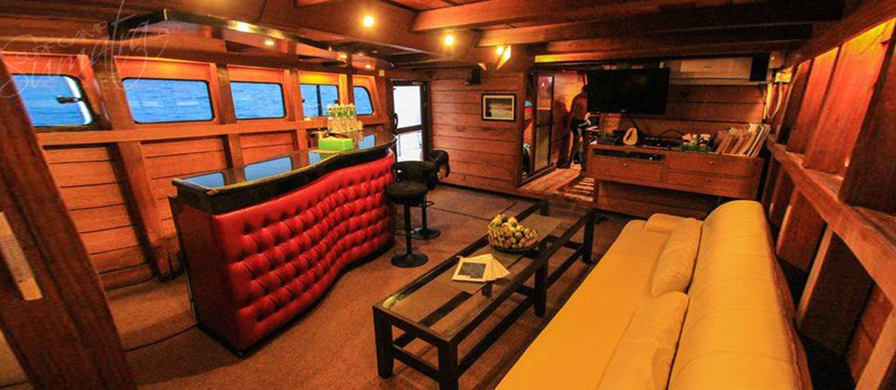 Saloon and bar with TV